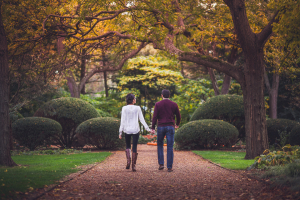 08-couple-walking-in-the-park